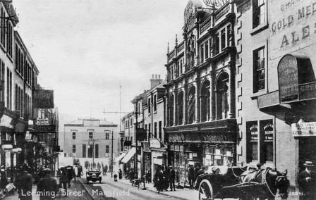 A black and white photo of Leeming Street in 1925